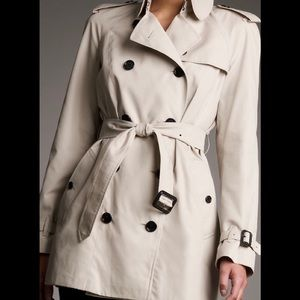 Burberry Mottram Heritage Sand Trench size US 8